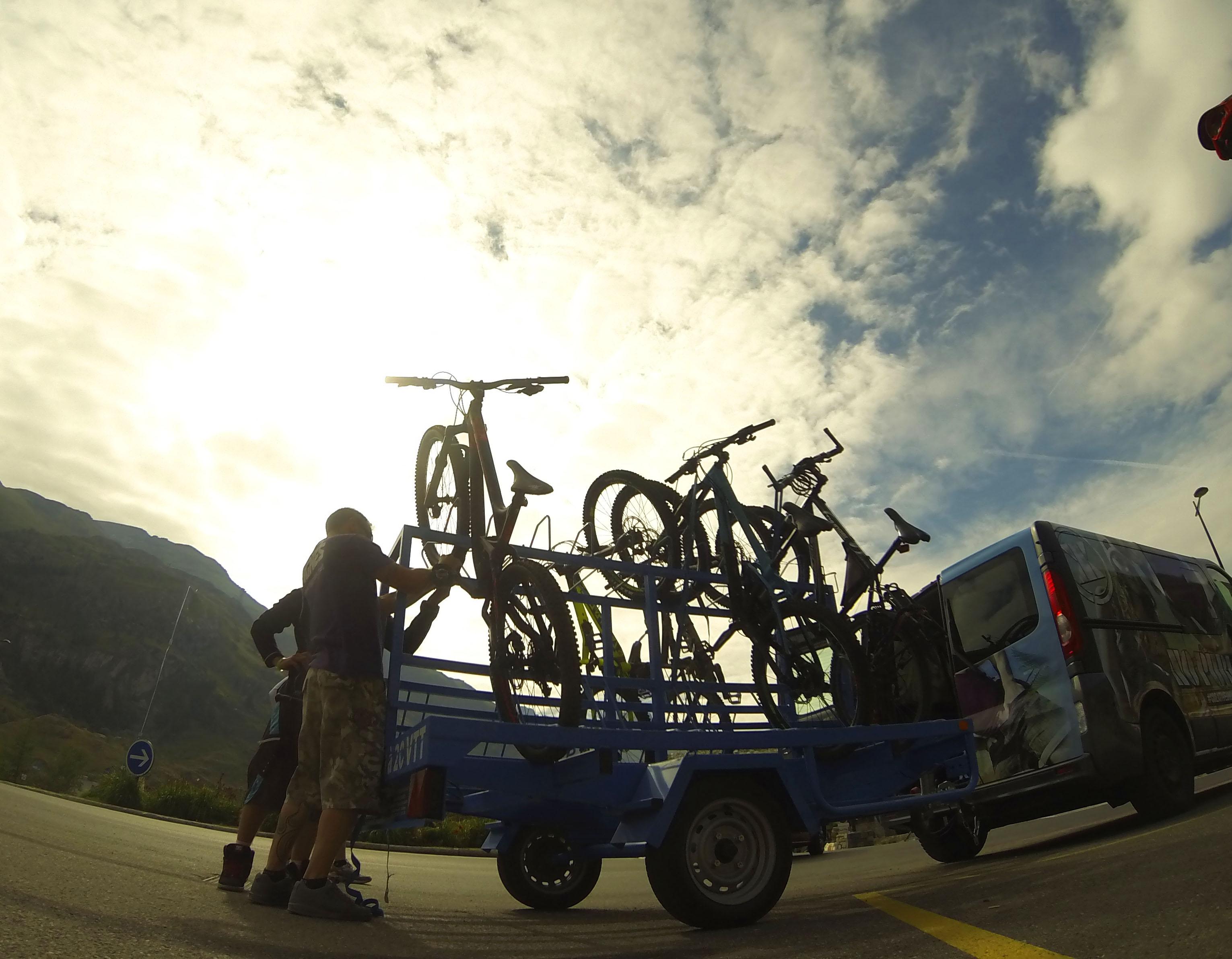 Shuttles to Tignes Biking